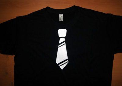 Camiseta Los hombres de verdad no llevan corbata